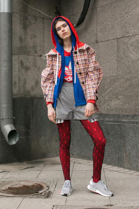 Олимпийка в многослойном образе. /Фото: theblueprint.ru