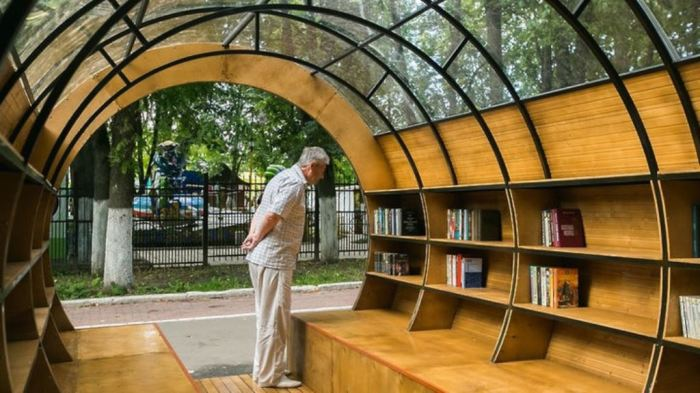 Уличная библиотека приютит остальные. /Фото: all.culture.ru