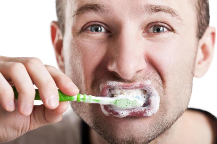 Отбеливание зубов в домашних условиях. /Фото: zab.ru