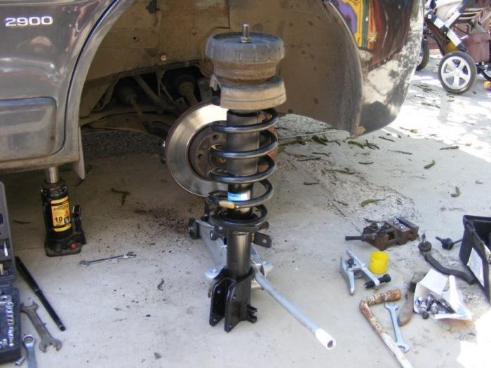 Если у автомобиля износились амортизаторы, это сразу заметно. | Фото: pr-motors.ru