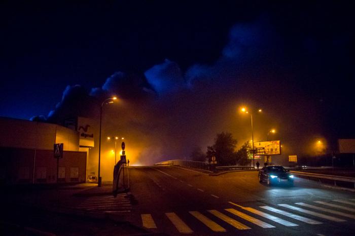 Останавливаясь на обочине ночью, ни в коем случае не стоит выключать габариты. | Фото: unian.net