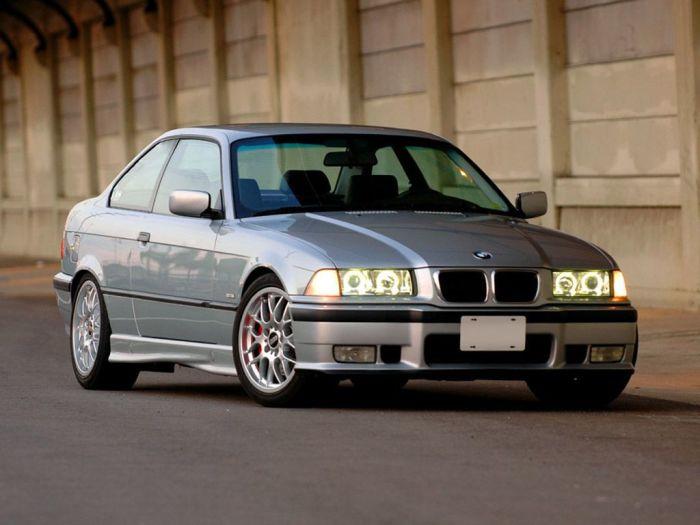 Сегодня практически невозможно встретить «тройку» 90-х годов с оригинальным кузовом.