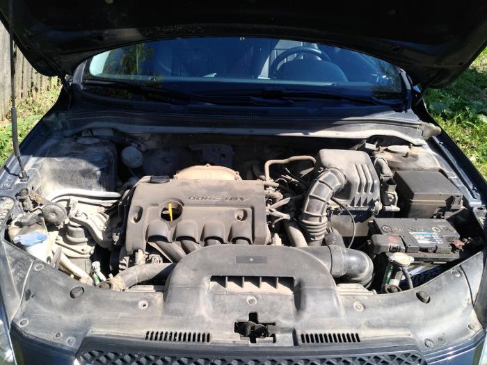 Равномерный слой пыли под капотом - признак того, что владелец автомобиля не пытается ничего скрыть.