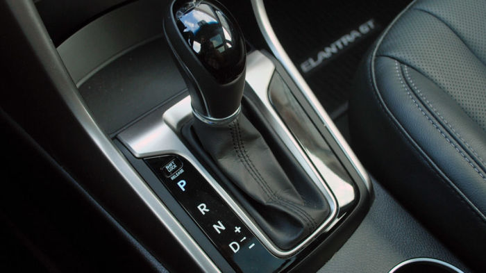 Запускать двигатель нужно в режиме «Р» («Паркинг») или «N» («Нейтраль»). | Фото: s.aolcdn.com