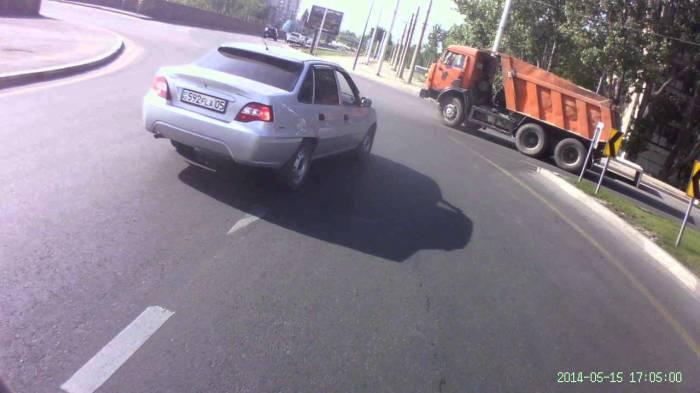 Пример аварийной ситуации, созданной перестроением без включения сигнала поворота. | Фото: infocar.ua