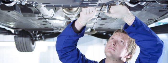 На СТО владелец далеко не всегда может контролировать, что в его машину ставят и что льют. | Фото: drive2.ru