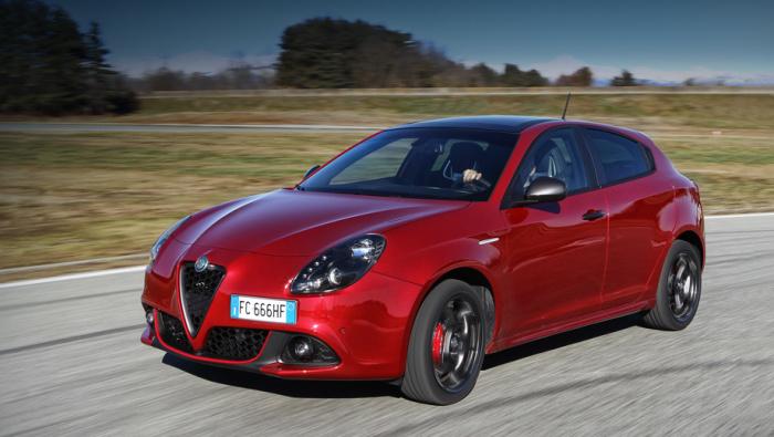Alfa Romeo всегда умели сделать автомобиль со страстным, необычным дизайном. | Фото: en.wikipedia.org