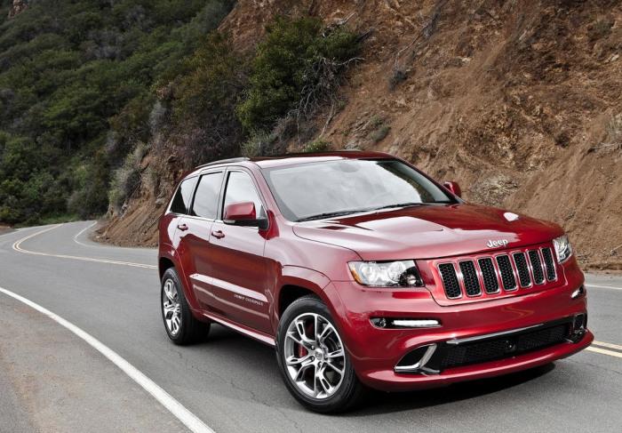 Jeep Grand Cherokee SRT 8 практически ничем не уступает конкурентам. | Фото: jeep.autoua.net