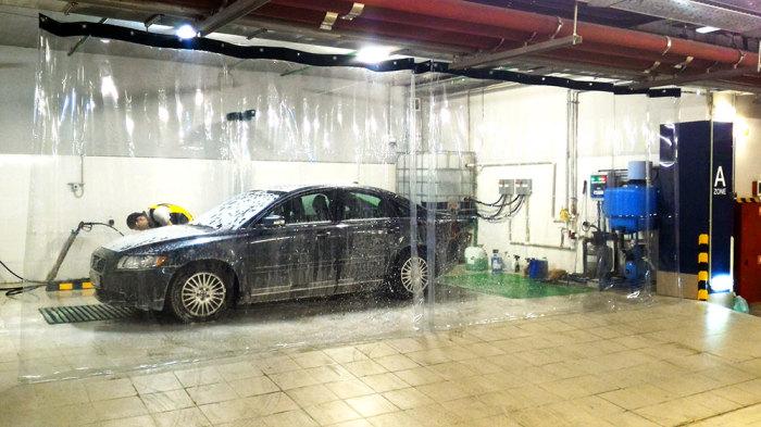 Загрязнения на кузове влекут за собой неравномерное выгорание краски и появление пятен.