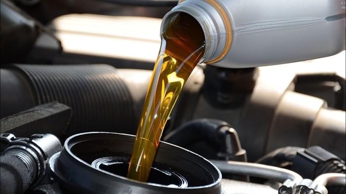 Очень важно взять за привычку своевременно и регулярно заменять масло в двигателе и коробке передач. | Фото: i.ytimg.com