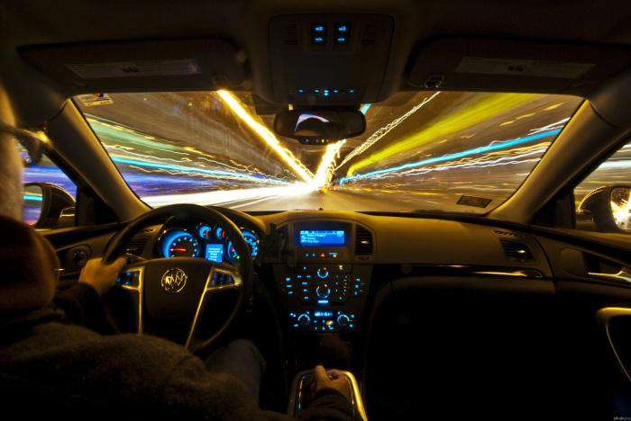 Управление автомобилем в ночное время является одним из сложнейших испытаний для водителя. | Фото: gaibrest.by