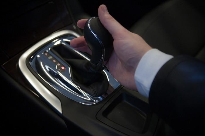 Если часто включать режим Р на ходу, можно сломать фиксатор положения «паркинг». | Фото: saddoboxing.com