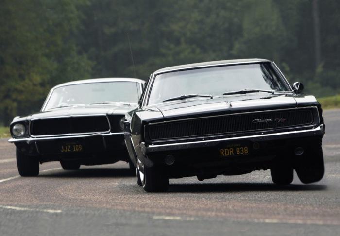 Экранным «противником» для «Мустанга» выступил не менее крутой V8 Dodge Charger. | Фото: drive2.ru