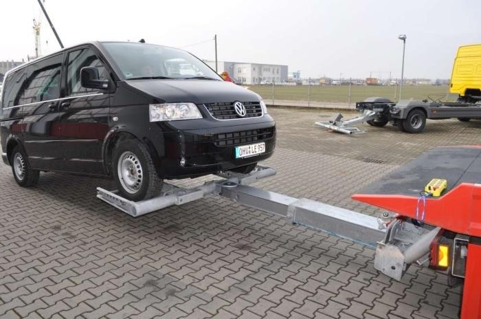 Именно так нужно буксировать передниприводную машину с АКПП. | Фото: autoshas.ru