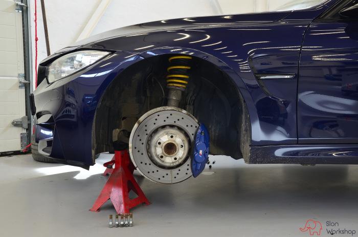 Компания BMW оснащает свои машины системой сушки тормозных механизмов. | Фото: a.d-cd.net