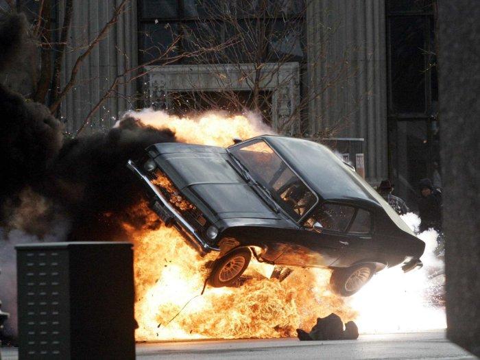 В скольких фильмах мы видели сцену, где стрелок целит в бак, попадает и машина взрывается. | Фото: businessinsider.in