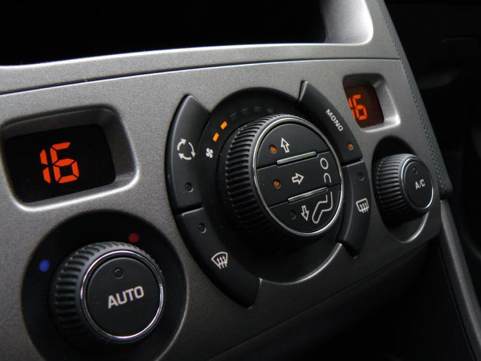 Pезкие перепады температур крайне вредны для стекол автомобиля, салонного пластика и кожаной обивки сидений. | Фото: storage.megasos.com
