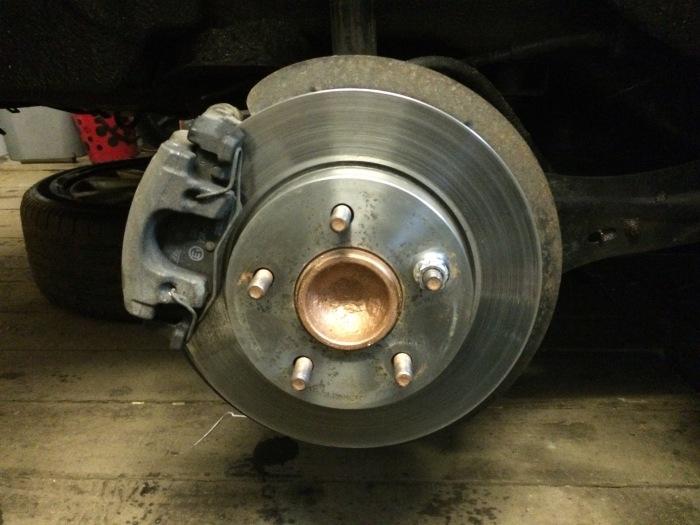 Изношенные тормозные колодки издают металлический визг. | Фото: a.d-cd.net