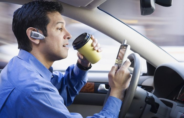 Это не современный водитель, а современный дурак. | Фото: autoassa.ru