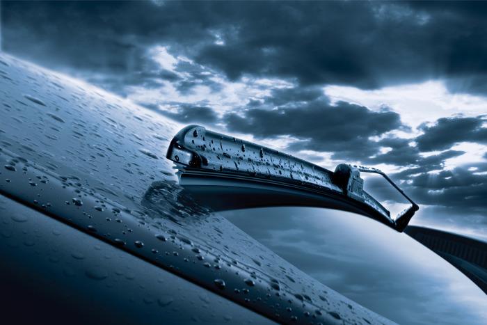 Лучше отремонтировать дворники как можно скорее, иначе из-за всего лишь дождя можно остаться без машины. | Фото: avtolife.net