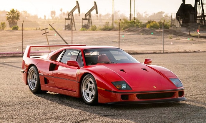 Благодаря 2.8-литровому битурбированному V8 мощностью 484 л.с автомобиль разогнался до впечатляющих 325 км/ч. | Фото: drivetribe.imgix.net