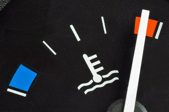 Во время движения необходимо все время следить за датчиком температуры двигателя. | Фото: i.auto-bild.de