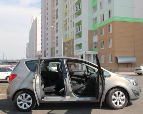 Перед тем, как садиться в машину, нужно открыть все окна, проветрив тем самым салон.
