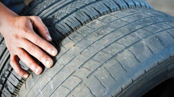 «Лысые» покрышки не в состоянии достаточно эффективно отводить воду от пятна контакта с дорогой. | Фото: i2.wp.com