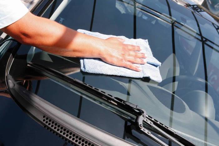 Чистота стекол напрямую влияет на безопасность езды. | Фото: content.shopback.com