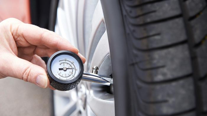 Давление в шинах - крайне важный показатель для расхода топлива. | Фото: assets.autobuzz.my