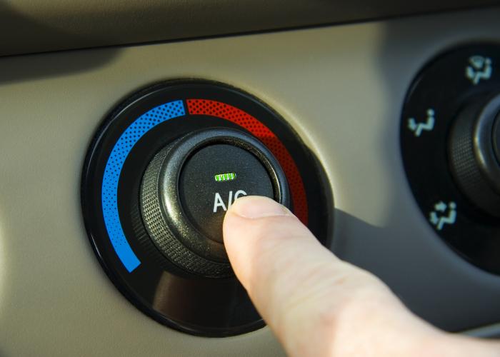 Кондиционер дает нагрузку на двигатель, из-за чего расход топлива увеличивается.