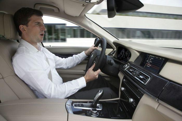 Система голосового управления автомобиля не понимает практически ничего. | Фото: clutchd.com