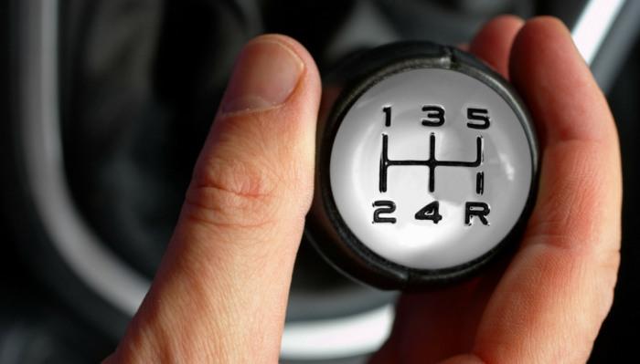 При движении с бугра на включенной передаче расход топлива практически равен нулю. | Фото: motorlifeit.files.wordpress.com