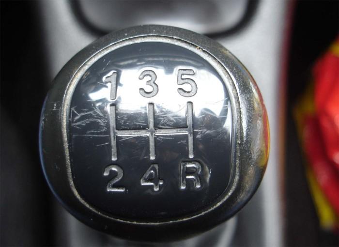 Механика дарит водителю полный контроль. | Фото: media.autoblog.it