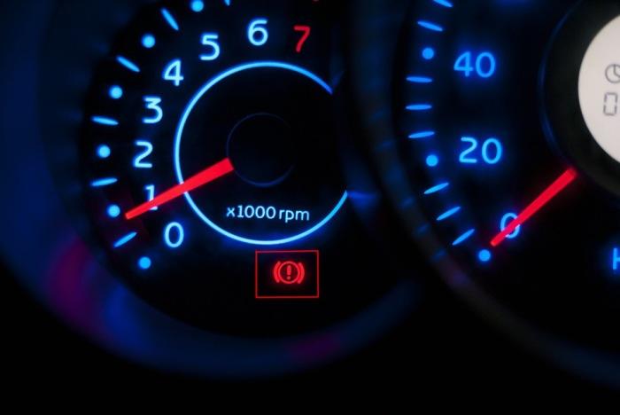 Возможно водитель просто забыл снять машину с ручника. | Фото: infocar.ua