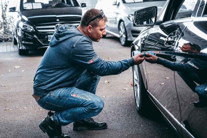 Очень поможет в осмотре автомобиля толщиномер.