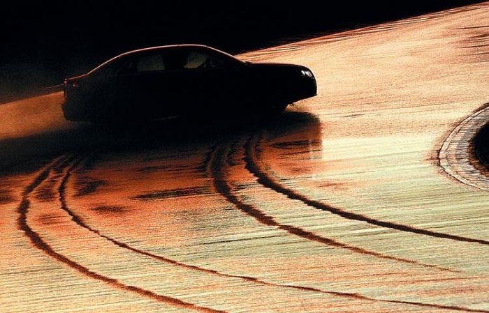 При одновременном торможении и повороте руля велика вероятность заноса. | Фото: sevpilot.ru