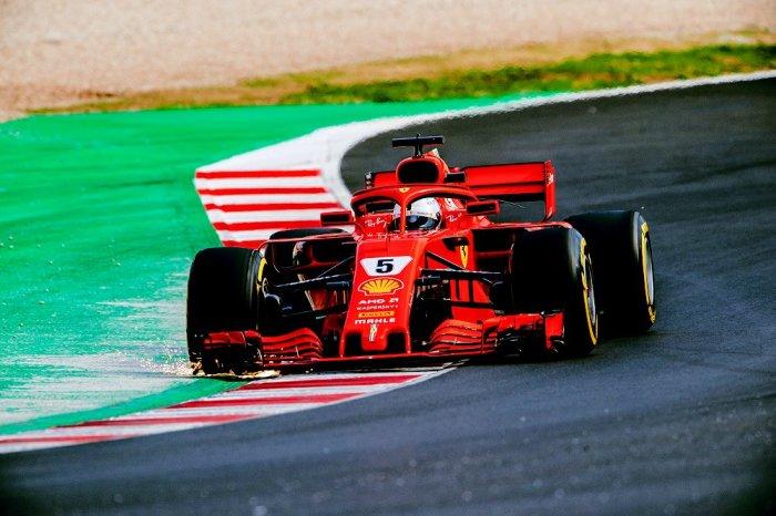Пилоты Формулы 1 проносятся в поворотах точно, быстро… и без скольжений. | Фото: fmotor.net