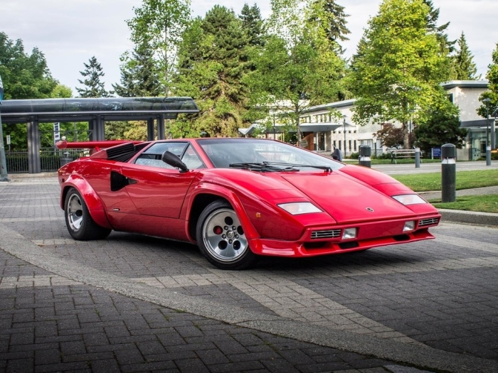 Lamborghini Countach способна разгоняться до 309 км/ч. | Фото: yandex.net