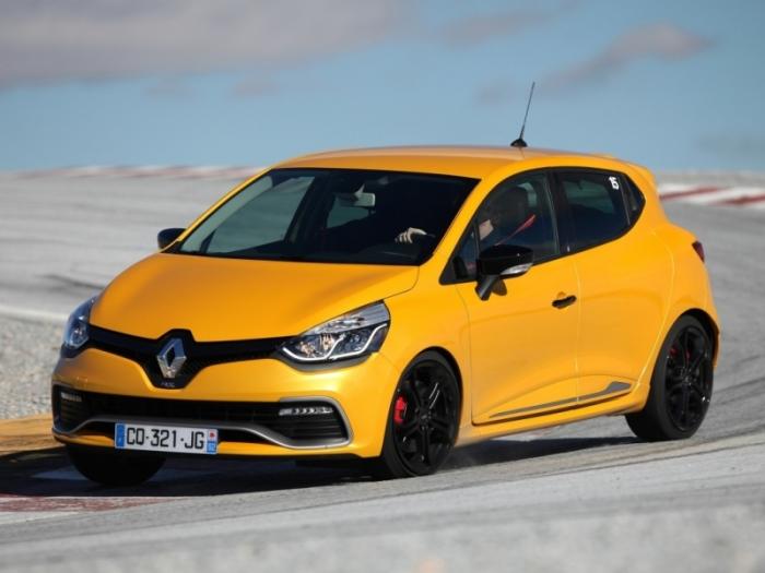 В хэтчбеке от Renault все по канонам класса.