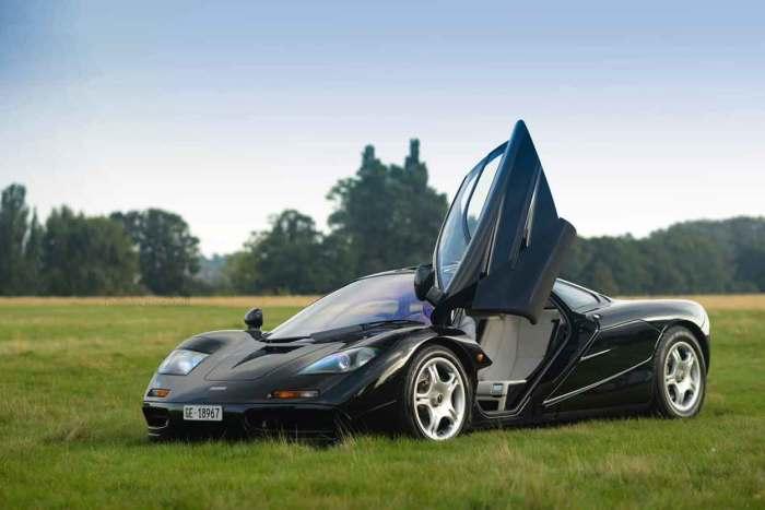 90-е ознаменовались появлением одной из самых впечатляющих машин в истории - McLaren F1. | Фото: automotive99.com