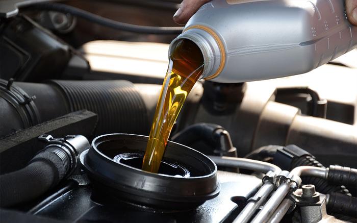 Для зимней эксплуатации нужно, чтобы масло имело соответствующие характеристики вязкости.