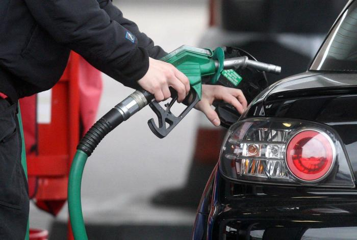 Многие водители как огня боятся попадания воды в топливный в бак. | Фото: info24.ru