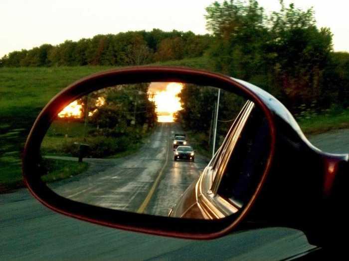Правильно отрегулированные зеркала - залог безопасности на дорогах. | Фото: mosautorent.ru