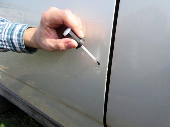 Необходимо обрабатывать все царапины, сколы и очаги ржавчины на кузове. | Фото: auto-broker.com.ua