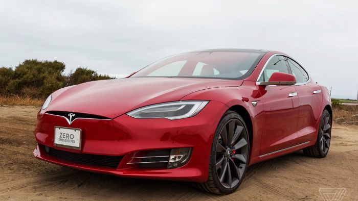 Tesla Model S - самый совершенный электромобиль на сегодня.   Фото: theverge.com