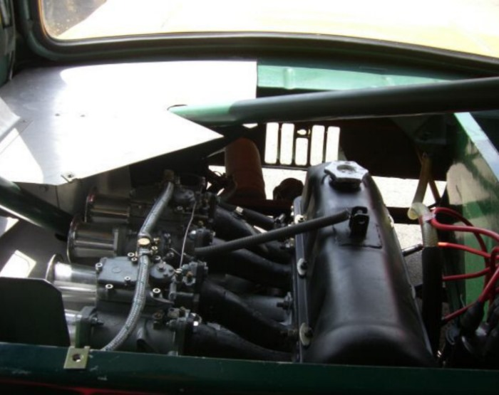 Автомобиль приводится в движение мотором Лада МТХ. | Фото: 2drive.ru