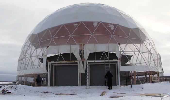 Изначально был построен обычный для якутского региона деревянный дом (Якутия). | Фото: rg.ru/ канал ОТР.