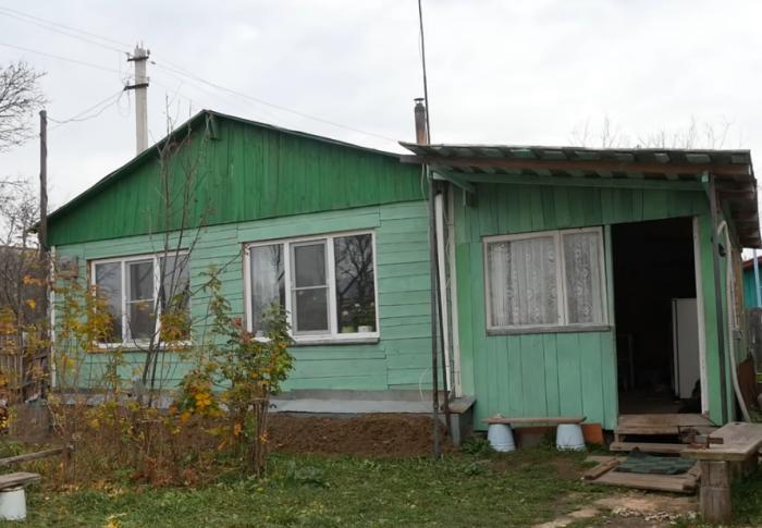 Вот такой дом построил незрячий мужчина собственными руками (д. Зарытки, Рязанская обл.). | Фото: youtube.com/ FORUMHOUSE.