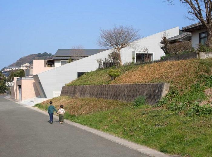 Скользящий дом в городе Мунаката.